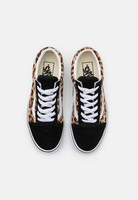 Vans - OLD SKOOL - Sneakers laag - black/true white - 5