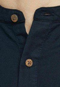 Jack & Jones PREMIUM - JPRBLASUMMER BAND - Skjorta - navy blazer - 3