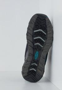 Keen - TERRADORA II MID WP - Hiking shoes - magnet/bluebird - 4