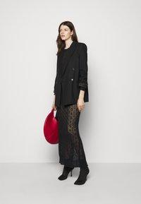 Trussardi - Pletené šaty - black - 1