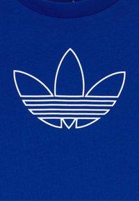 adidas Originals - OUTLINE - Camiseta estampada - blue/white - 3
