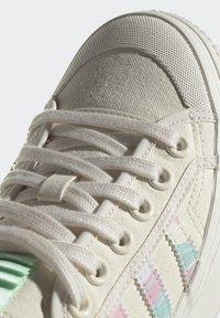 adidas Originals - NIZZA PLATFORM  - Trainers - chalk white/frozen green - 10