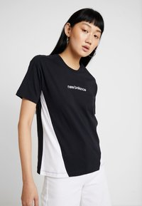 New Balance - ATHLETICS CLASSIC LAYERING - Print T-shirt - black - 0