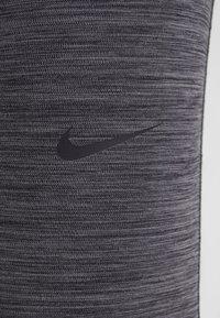 Nike Performance - INTERTWIST 2.0 - Trikoot - oil grey/thunder grey - 6