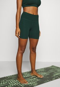 Cotton On Body - TEXTURED BIKE SHORT - Leggings - june bug - 0