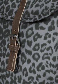 Eastpak - CASYL - Rucksack - grey leopard - 3