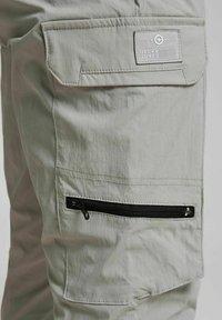 Jack & Jones - GORDON BLAKE - Pantalon cargo - drizzle - 6