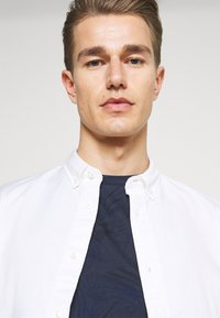 TOM TAILOR DENIM - ALLOVER PRINTED - Print T-shirt - navy blue - 3