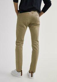 Massimo Dutti - MIT FISCHGRÄTENMUSTER  - Slim fit jeans - ochre - 2