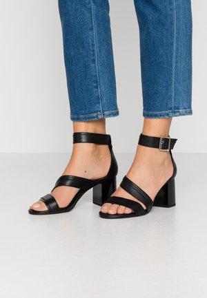 SHARI  - Sandaalit nilkkaremmillä - black