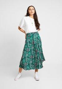 Topshop - PAINTED SPOT PLEAT MIDI - A-line skirt - green - 1