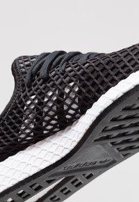 adidas Originals - DEERUPT RUNNER - Joggesko - core balck/footwear white - 5