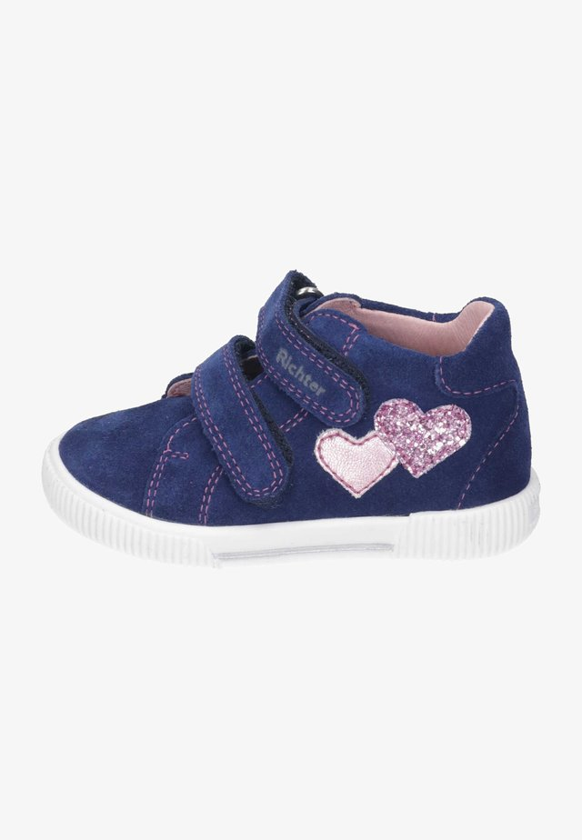 High-top trainers - nautical/candy
