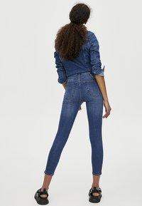 PULL&BEAR - MOM MIT HOHEM BUND - Jeans Skinny Fit - dark blue - 2