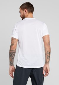 Nike Performance - DRY MILER - Print T-shirt - white/reflective silver - 2