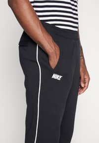 Nike Sportswear - Nike Sportswear DNA French-Terry-Jogger für Herren - Træningsbukser - black/white - 3