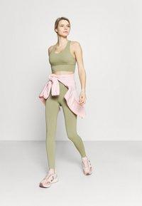Cotton On Body - LIFESTYLE SEAMLESS 7/8 YOGA  - Leggings - oregano - 1