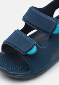 adidas Performance - SWIM UNISEX - Badslippers - crew navy/footwear white - 5