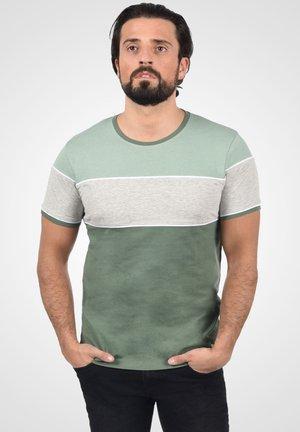 CODY - Print T-shirt - duck green