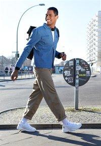 Nike Sportswear - ZOOM  - Trainers - sail/white/black - 6