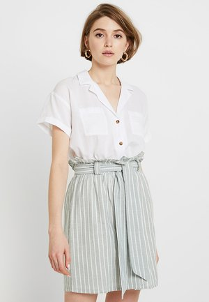 SHORT SLEEVE CAMP - Button-down blouse - white