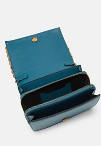 Topshop - WEBB CHAIN UPDATE - Borsa a tracolla - teal - 2
