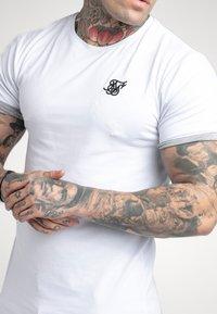 SIKSILK - SPACE DYE ROLL SLEEVE TEE - T-shirt - bas - white / grey - 4