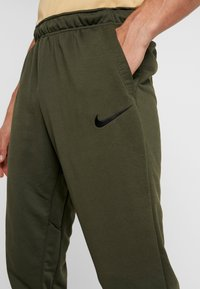 Nike Performance - Jogginghose - cargo khaki/black - 4