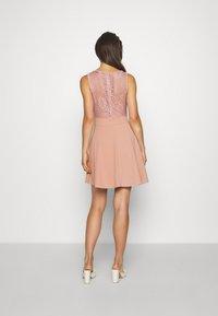 WAL G. - COLT INSERT SKATER DRESS - Koktejlové šaty/ šaty na párty - blush pink - 2
