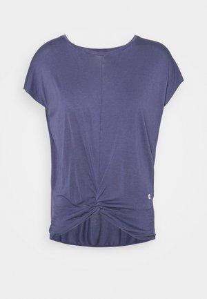 KNOT - T-shirt imprimé - moonlight avio blue