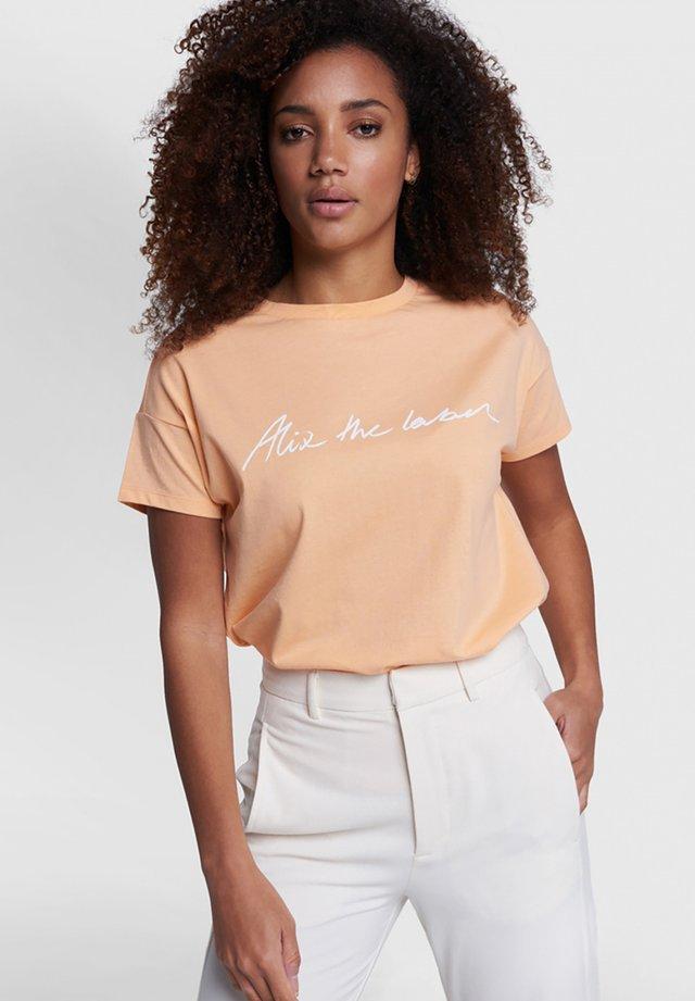 T-shirt print - light salmon