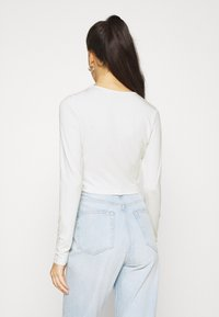 NA-KD - KEYHOLE CROPPED - Long sleeved top - white - 2