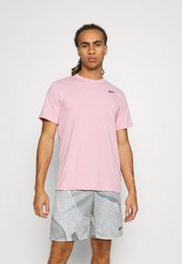 Nike Performance - TEE CREW SOLID - T-shirts basic - pink glaze - 0