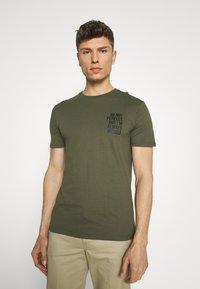 Pier One - T-shirt con stampa - khaki - 2