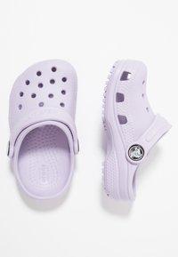 Crocs - CLASSIC - Chanclas de baño - lavender - 0