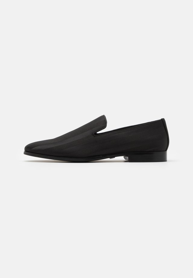 ENU - Smart slip-ons - black
