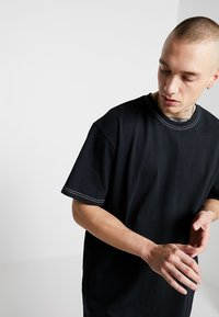Urban Classics - HEAVY OVERSIZED CONTRAST STITCH TEE - Basic T-shirt - black - 3