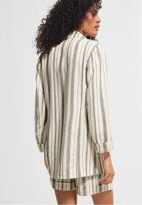 comma casual identity - RETRO - Short coat - white woven stripes - 2