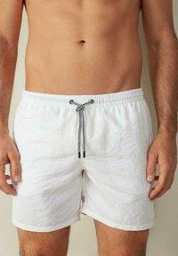 Intimissimi - BOXER BADEHOSE - Swimming shorts - bianco - 0