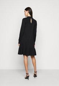 Dorothy Perkins Tall - BLACKSHIRRED DRESS - Jersey dress - black - 2