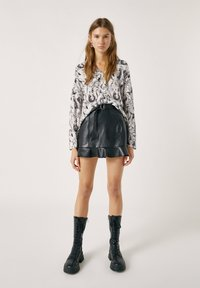 PULL&BEAR - Button-down blouse - white - 1