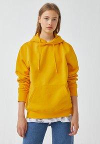 PULL&BEAR - Luvtröja - yellow - 6