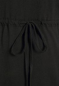 ONLY Carmakoma - CARAPRIL LIFE STRING DRESS - Žerzejové šaty - black - 5