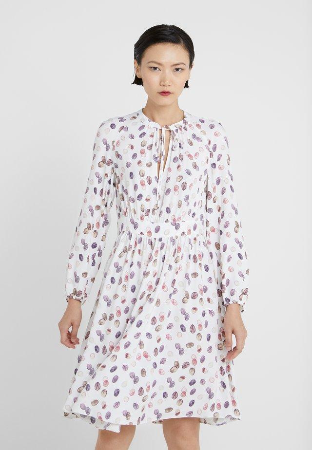 DIONISO - Vestido informal - ivory pattern