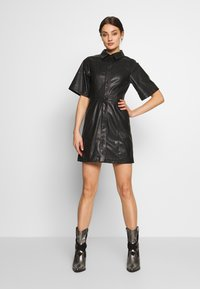 Weekday - SAVANAH DRESS - Košilové šaty - black - 1