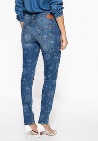 Amor, Trust & Truth - MIT FLORALEM MUSTER - Slim fit jeans - blau - 1
