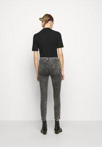 J Brand - ALANA HIGH RISE CROP SKINNY - Skinny džíny - radical - 2