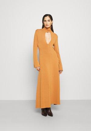 ELI DRESS - Jumper dress - cognac