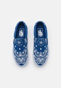 Vans - CLASSIC SLIP-ON UNISEX - Slip-ons - true blue/true white - 3