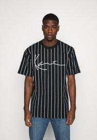Karl Kani - SIGNATURE PINSTRIPE TEE - T-shirts print - black - 0